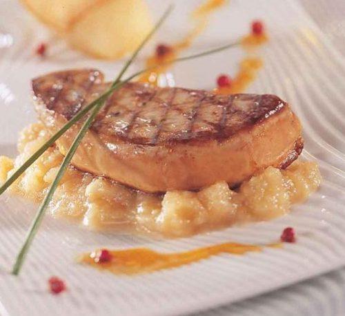 «Foie Gras de canard poêlé et compotée de mirabelles» par le Chef Christian Leclou